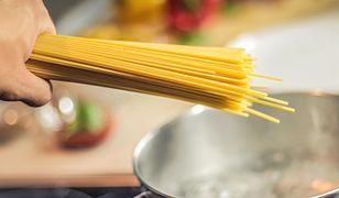 Śródziemnomorska sałatka spaghetti. Nowe wydanie klasycznego makaronu