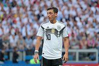 Chińska wersja PES 2020 bez Mesuta Özila