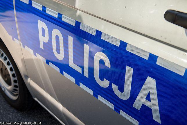 Jeden z policjantów został zabrany do szpitala