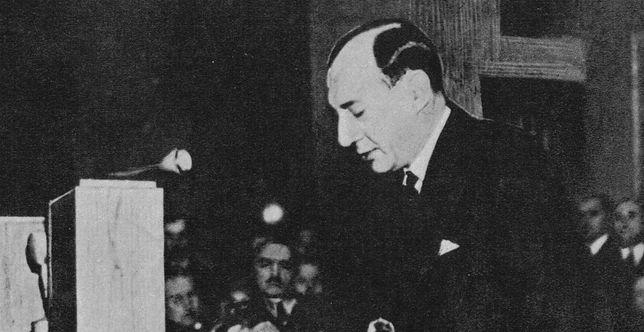 """Minister spraw zagranicznych Józef Beck podczas przemówienia 5 maja 1939 r., które było odpowiedzią na wypowiedzenie Polsce przez III Rzeszę paktu o nieagresji. Wygłosił wtedy słynne słowa: """"My w Polsce nie znamy pojęcia pokoju za wszelką cenę. Jest jedna tylko rzecz w życiu ludzi, narodów i państw, która jest bezcenna: tą rzeczą jest honor"""""""