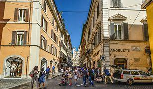 Z Ciampino do Rzymu bezpośrednio dojedziemy autobusem lub taksówką