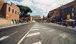 Transfer taksówką z lotniska Rzym-Fiumicino do centrum Rzymu pozwoli podziwiać architekturę miasta