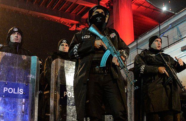 Turecka policja w pobliżu miejsca zamachu.