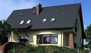 Ciemny dach - jak dopasować go do elewacji domu?