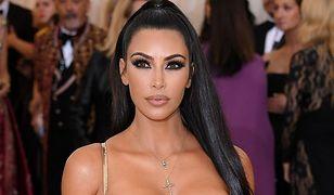 Kim Kardashian i siostry na Met Gali. One wiedzą, jak podkreślić swoje wdzięki