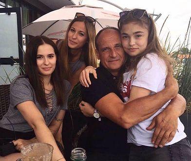 Paweł Kukiz z córkami