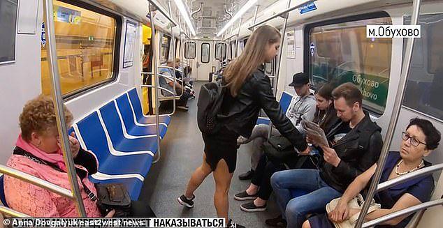 Rosyjska aktywistka oblewała wybielaczem mężczyzn. Bo rozkraczali się w metrze