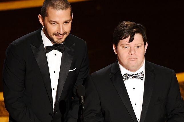 Oscary 2020. Shia LaBeouf i Zach Gottsagen wręczali statuetkę. Widownia wstała z miejsc