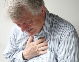 Jakie choroby może sugerować ból w klatce piersiowej? (WIDEO)