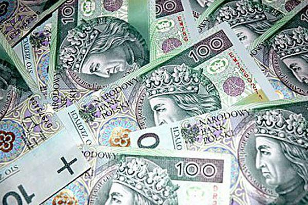 Para oszustów z Tczewa wyłudziła na podstawie 765 fałszywych umów kredytowych ponad 3,7 mln zł