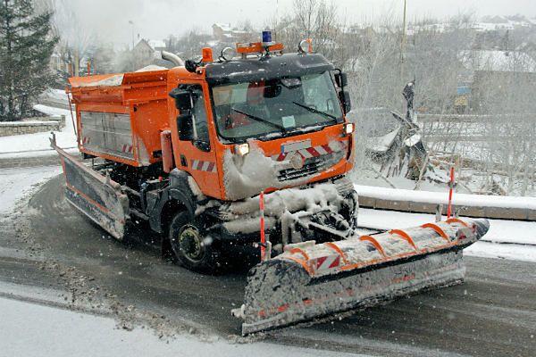 """Śląskie drogi """"tonęły"""" w śniegu. Trudne warunki dla kierowców"""