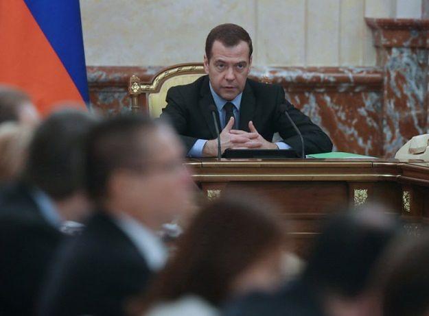 """Miedwiediew: obca operacja lądowa w Syrii wywoła """"wojnę na pełną skalę"""""""