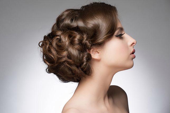 Kok na boku, czyli sposób na prostą i efektowną fryzurę
