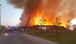 Wielki pożar w sortowni śmieci w Olsztynie. W akcji 35 jednostek straży pożarnej