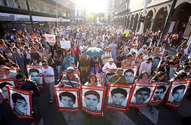 Wielotysięczna demonstracja rodzin zaginionych studentów w Meksyku