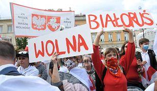 Warszawa. Manifestacja poparcia dla Białorusi podczas wizyty liderki białoruskiej opozycji Swiatłany Cichanouskiej w Polsce.