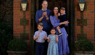 Książę Louis nosi ubrania po starszym bracie. Księżna Kate wbija tym szpilę Meghan Markle