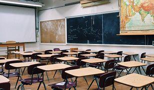 """Minister Czarnek podjął """"przygotowania praktyczne"""" w kwestii powrotu młodszych dzieci do nauki w szkołach. Co to znaczy?"""