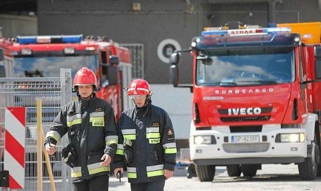Pożar hali w Łomiankach. Trwa akcja straży pożarnej
