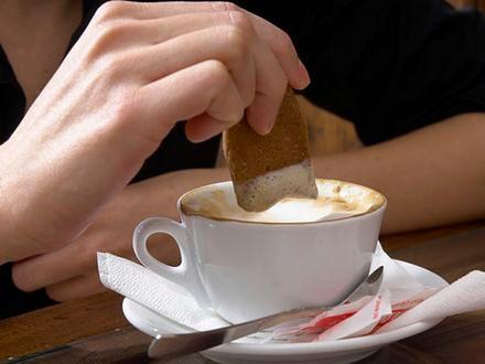 Słodycze i kawa po tłustym posiłku to zła kombinacja