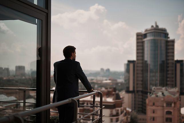 Jeremy Cohen, fotograf z Brooklynu, w czasie pandemii poznał wyjątkową dziewczynę. Wypatrzył ją... na balkonie.