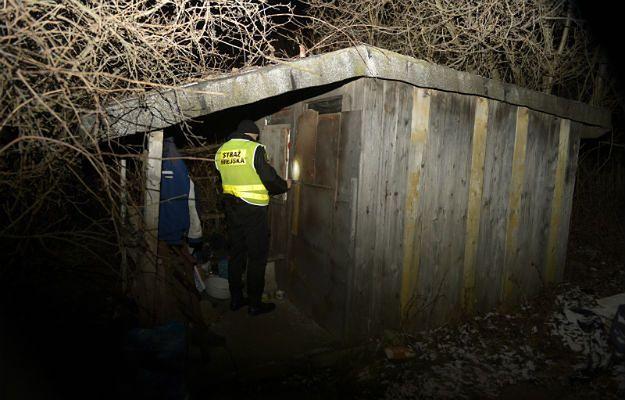 W związku z mrozami strażnicy i policjanci nasilili patrolowanie miejsc, w których najczęściej gromadzą się osoby bezdomne