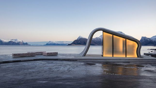 Toaleta w Ureddplassen nieopodal Gildeskal została uznana przez brytyjski The Telegraf za najpiękniejszą publiczną toaletę na świecie