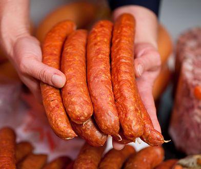 Jak nas oszukują producenci żywności? Pod lupą alkohol, kiełbasa i chleb