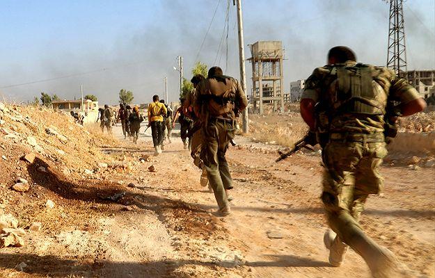 Państwo Islamskie porwało 2 tys. cywilów uciekając z Manbidżu. Zostali użyci jako żywe tarcze