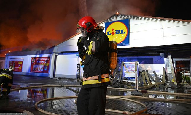 Pożar Lidla w Kielcach. Sieć dziękuje swoim pracownikom za dochowanie procedur.