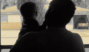 """Pandemia zatrzymała ojców w domach? Coraz więcej mężczyzn na """"tacierzyńskich"""""""