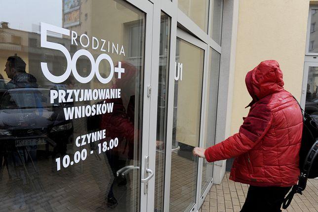 """Dla niektórych rodzin 500 zł to """"mieć albo nie mieć""""na święta i prezenty"""