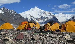 Przez lata Szerpowie pomagali turystom wchodzącym na himalajskie szczyty