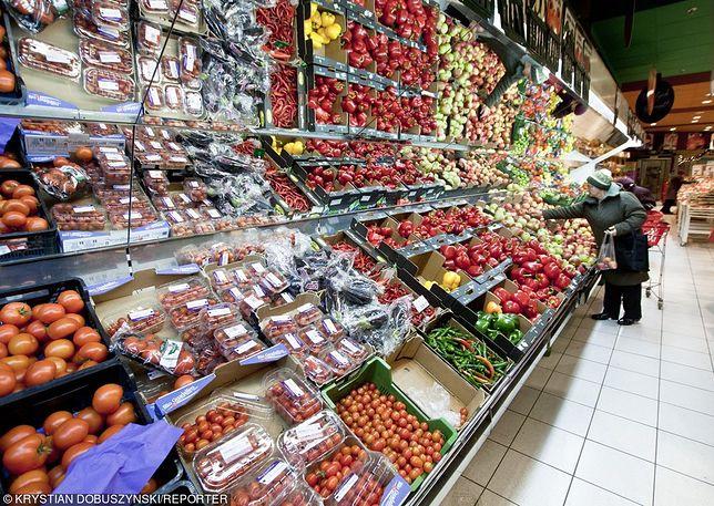 Supermarkety sprzedają importowane warzywa jako polskie