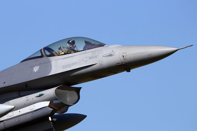 Samolot F-16 zbombardował bazę terrorystów