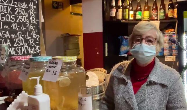Warszawa. Ratujcie bar kawowy Piotruś - apeluja sympatycy miejsca. Istnieje ono od 1968 roku, a pani Irenka prowadzi lokal od 36 lat i jest tu codziennie