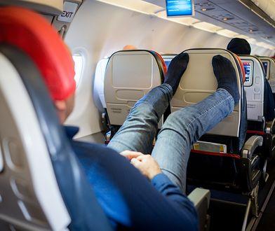 Turyści w samolotach. Co najbardziej denerwuje Polaków?