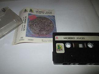 Typowy przykład ubogiej poligrafii kasety wydawanej przez pirackie wytwórnie