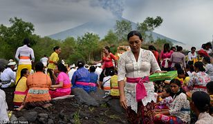 Wulkan wybuchł na indonezyjskiej wyspie Bali. Popioły zagrażają samolotom