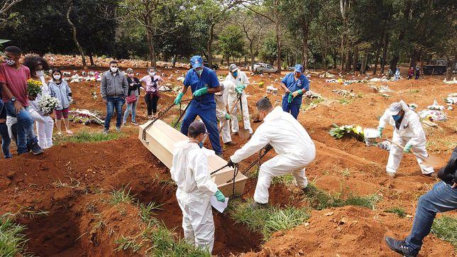 Koronawirus Brazylia. Trudna sytuacja w Brazylii. Masowe groby dla tysięcy ofiar koronawirusa