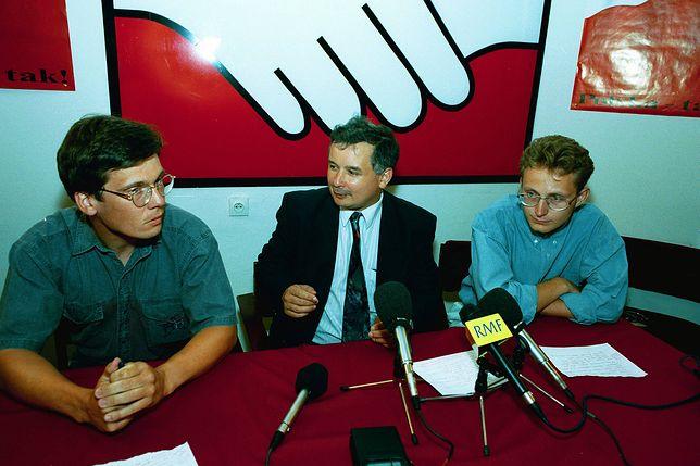 Internauci odnaleźli zdjęcie Jarosława Kaczyńskiego i Pawła Rabieja. Znamy jego historię