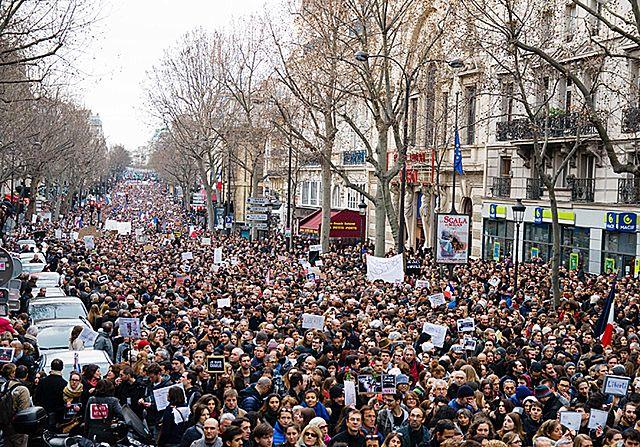 Miliony ludzi na ulicach Paryża - zdjęcia