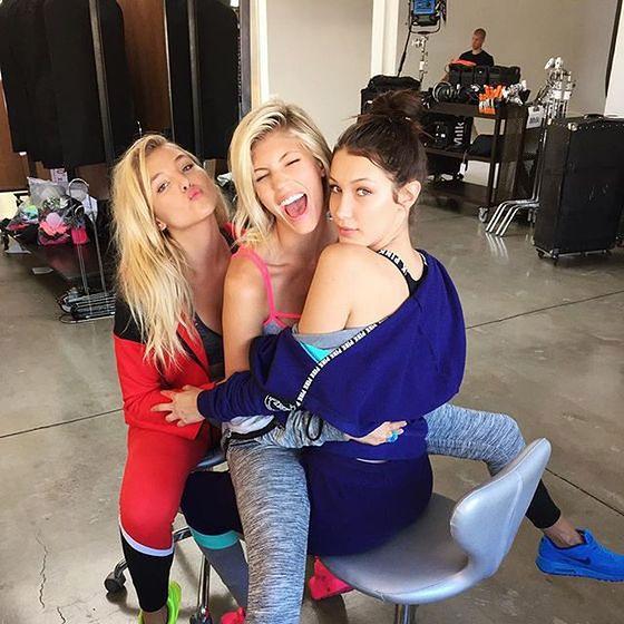 Bella Hadid w towarzystwie Devon Windsor i Rachel Hilbert