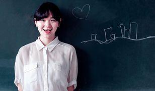 Biała koszula to ponadczasowy element damskiej garderoby