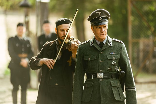 W rolę dowódcy obozu wcielił się Christopher Lambert