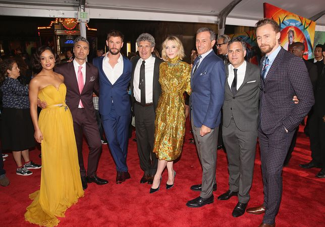 """Gwiazdy i twórcy filmu """"Thor: Ragnarok"""" na premierze w Los Angeles"""