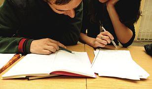 Korepetytorzy często oferują lekcje do późnych godzin nocnych