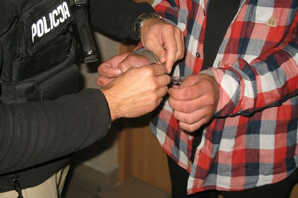 Prezenter-oszust został zatrzymany. Straty nie do oszacowania
