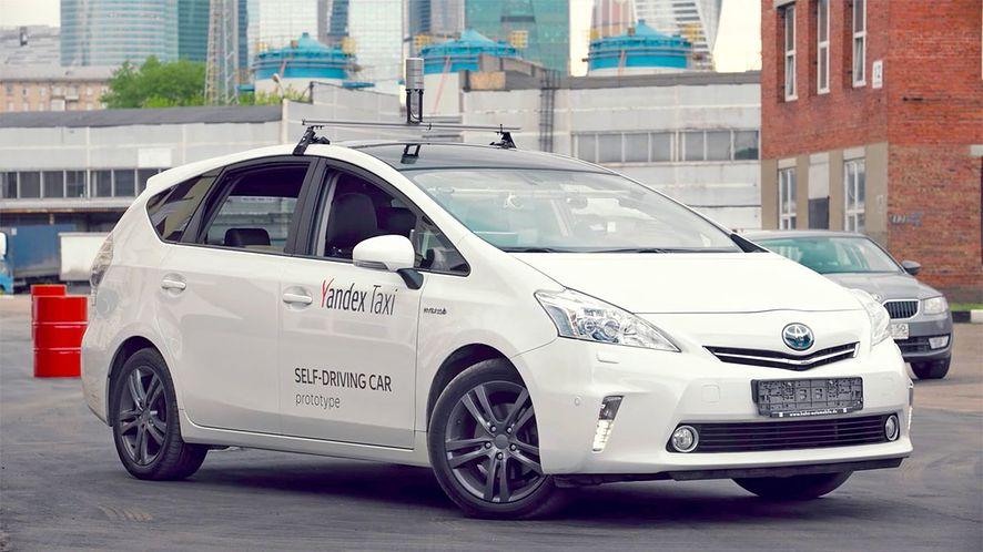 Toyota Prius w barwach Yandexa (źródło: yandex)
