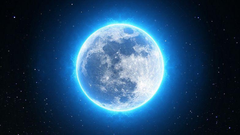 Halloween. Niebieski Księżyc na niebie. Musisz go zobaczyć